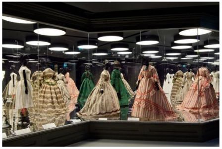 Vitrine_robe_LVMJ_photo_Luc_Boegly.png